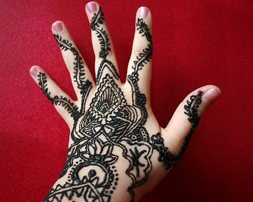 Despite Health Warnings Black Henna Remains Popular In Qatar Doha
