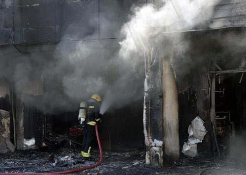 Fire guts shops in Najma's Souq Al-Haraj this morning - Doha News