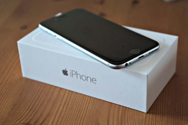 Qatar residents pay premium for early access to iPhone 6