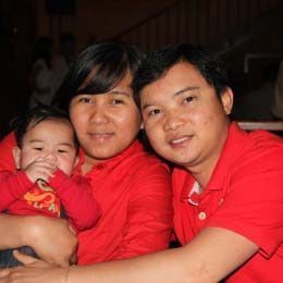 Louie Aban with his late wife and son, who now lives in the Philippines.
