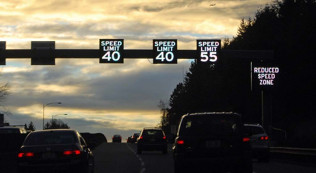 speeding lane and speed limit Outside of the municipal limits, two-lane state and federal highways have a speed limit of 55 mph (89 km/h) unless otherwise posted, and 2 lane county roads have a speed limit of 45 mph (72 km/h) unless otherwise posted.