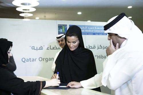 Sheikha Moza bint Nasser registers as a donor.